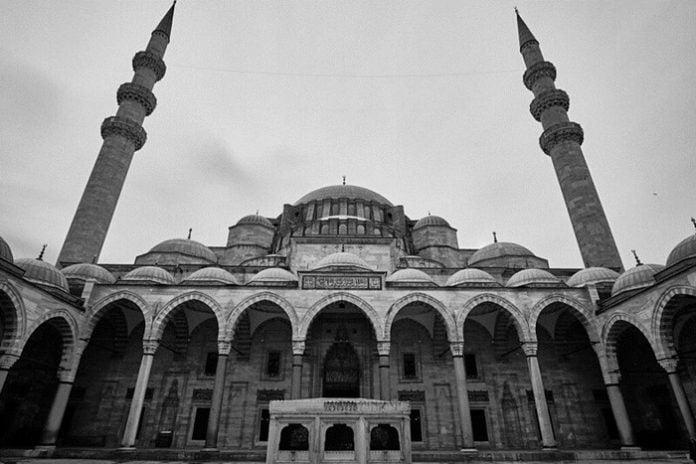 Yahya Kemal Beyatlı Şiirleri-Süleymaniye`de Bayram Sabahı