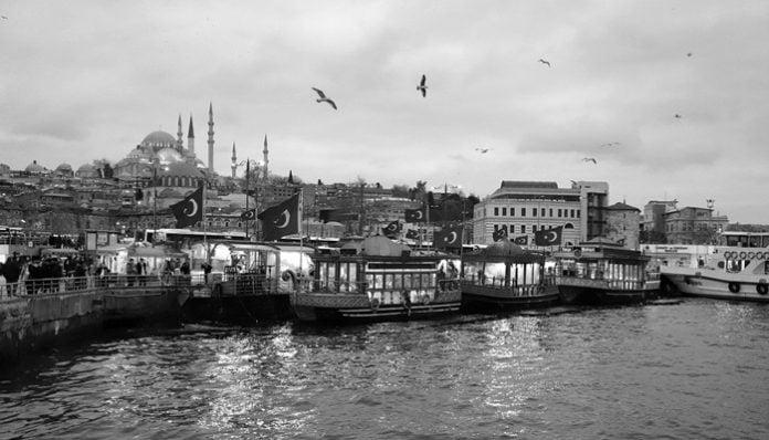 Yahya Kemal Beyatlı Şiirleri-Bir Başka Tepeden