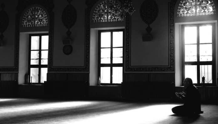 Mehmet Akif Ersoy Şiirleri-Hakkın Sesleri / Pek Hazin Bir Mevlid Gecesi