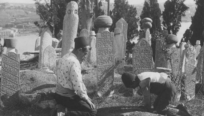 Mehmet Akif Ersoy Şiirleri-Safahat / Nazım Parçaları - Bir Mezar Taşına Yazılmış İdi