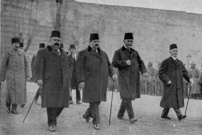 1. Dışişleri Bakanı Halil Bey. 2. İçişleri Bakanı Talat Bey. 3. Meclis Başkanı Hadşi Adil Bey. 4. Kamu İşleri Bakanı Abbas Halim Paşa